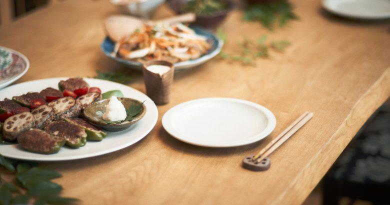 食卓に馴染む昆虫レシピ